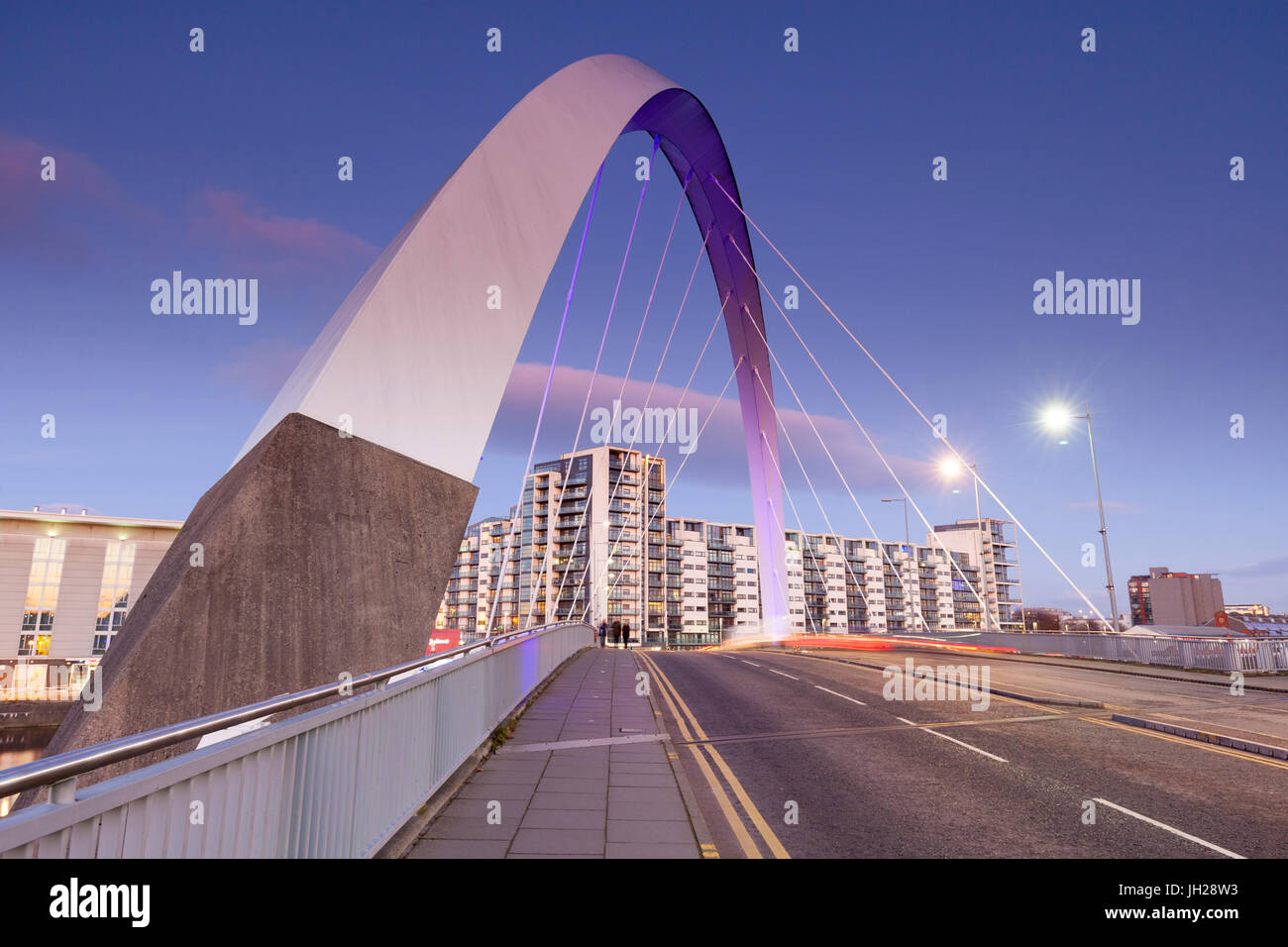 The Clyde Arc Bridge (Squinty Bridge), view towards Finnieston, Glasgow, Scotland, United Kingdom, Europe - Stock Image
