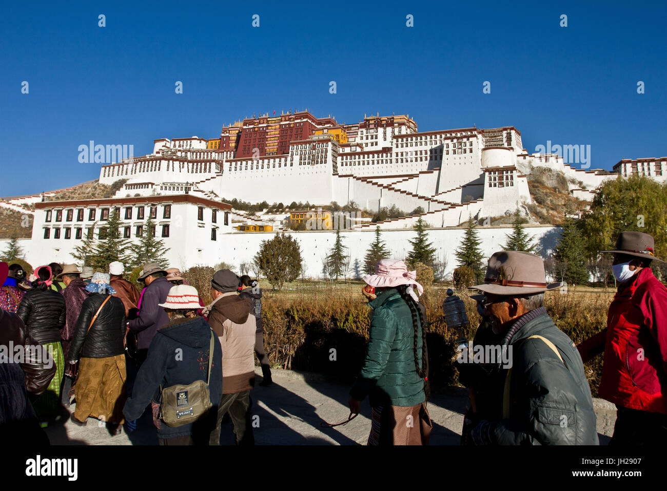 The Potala Palace, UNESCO World Heritage Site, with Tibetan Buddhist devotees, Lhasa, Tibet, China, Asia - Stock Image