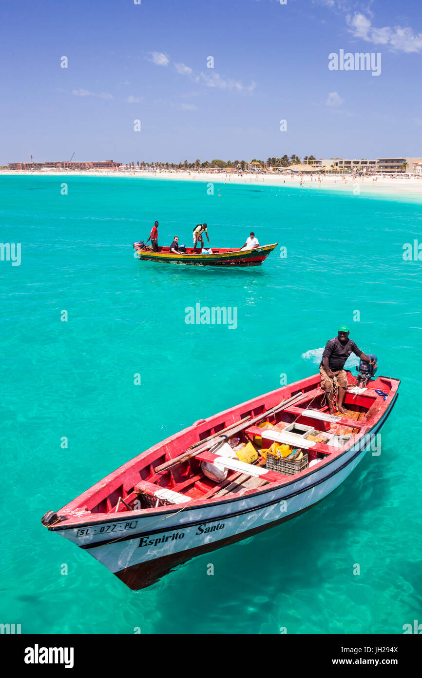 Fishermen bringing their catch of fish in fishing boats to Santa Maria, Sal Island, Cape Verde Islands, Atlantic, - Stock Image