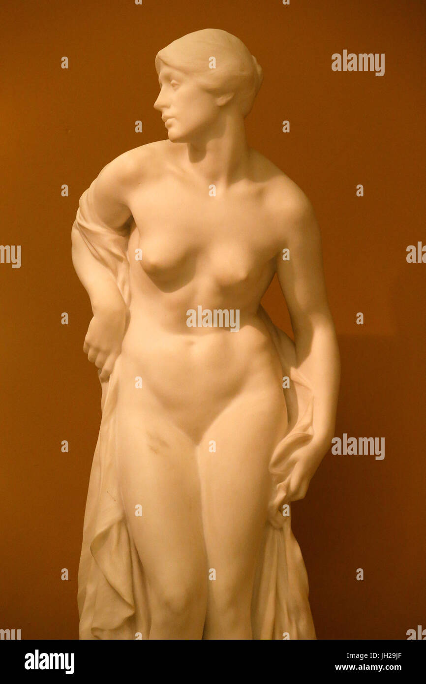 The Victoria and Albert Museum. Albert Toft. The Bather. 1915. Marble. United kingdom. - Stock Image