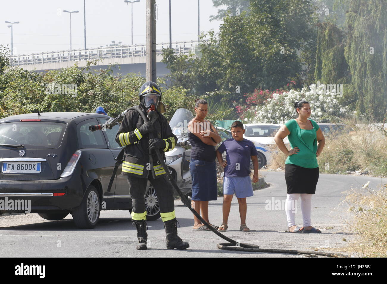 Napoli, Italy. 12th July, 2017. This morning, the nomad camp of Scampia in Naples had been subjected to an arson, - Stock Image