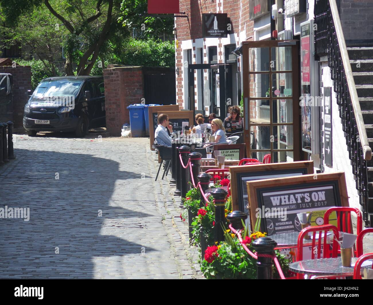 Glasgow West End Lilybank Gardens and Ashton Lane 12 July 2017. A nice sunny lunchtime for Glasgow University students - Stock Image