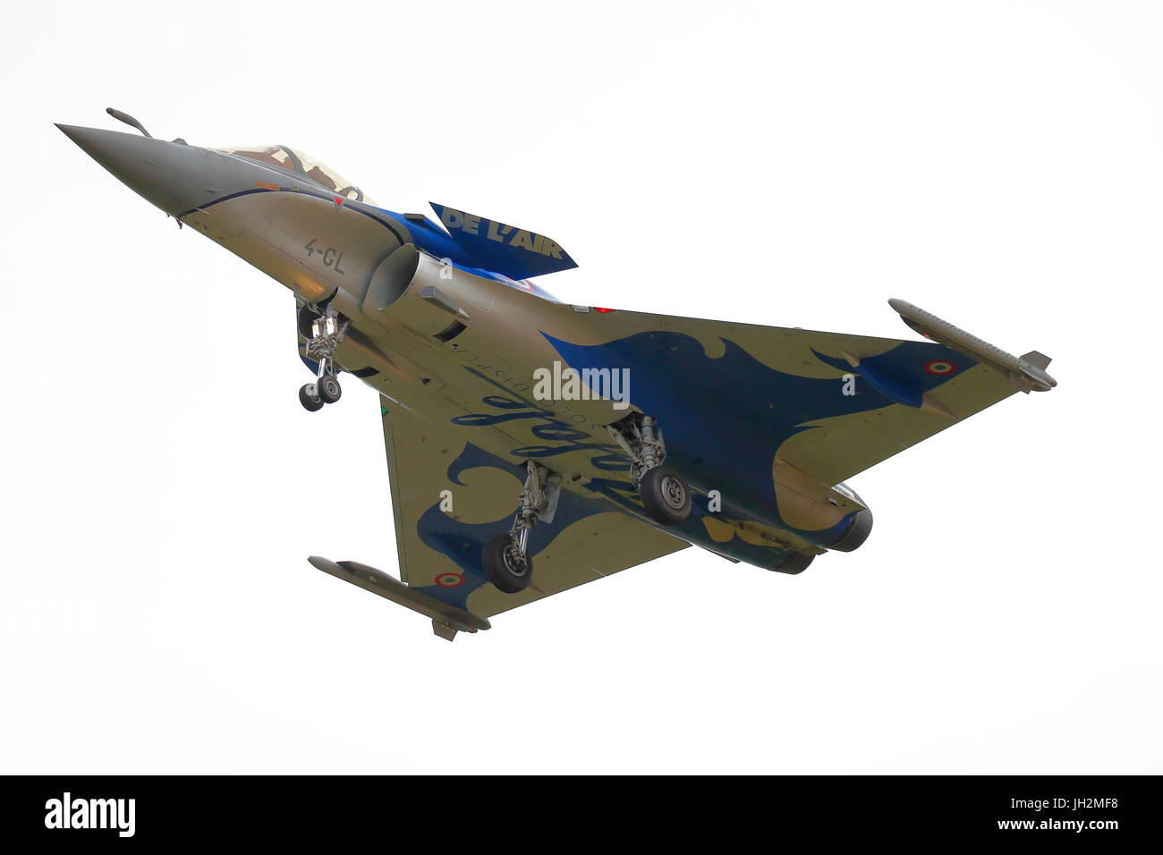 RAF Fairford, Gloucestershire, UK. 12th July 2017. A Dassault Rafale C arrives for the weekend celebration of the - Stock Image