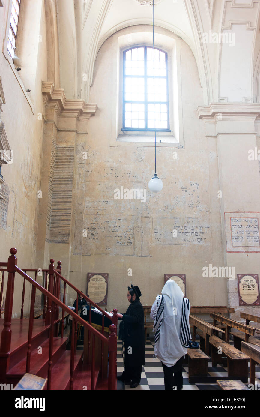 Interior of the Isaac Jakubovicz Synagogue in Krakow's Kazimierz district.  One of the few remaining functioning - Stock Image