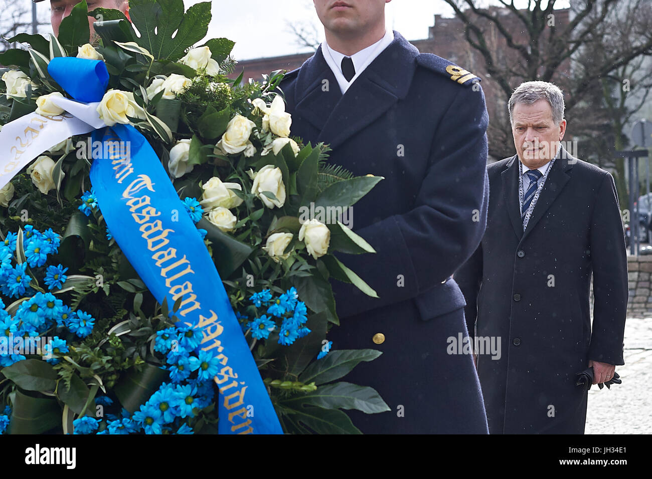 President of the Republic of Finland Sauli Niinistö laid flowers under the 1970 Fallen Shipyard Workers Monument - Stock Image