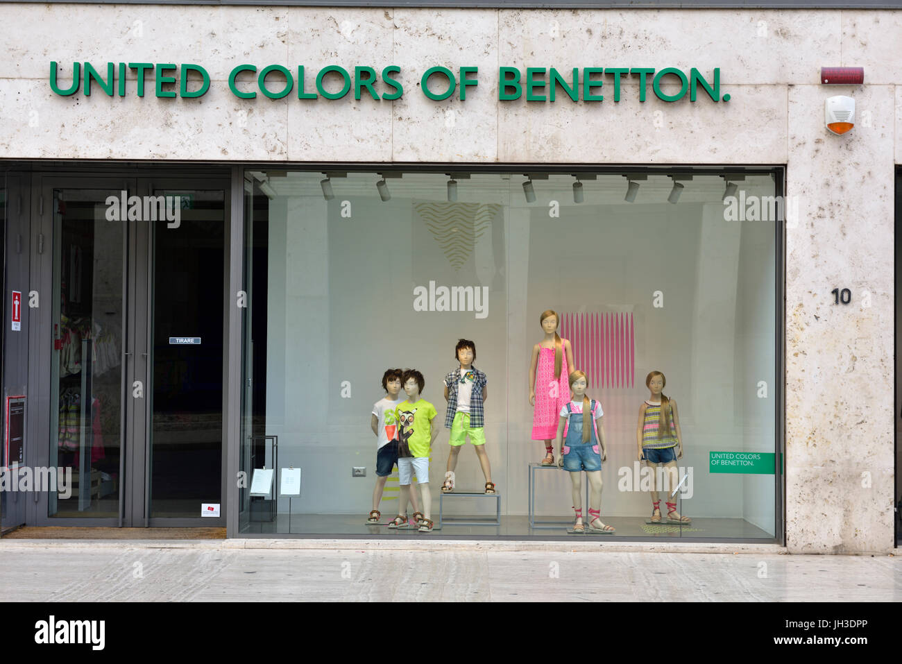 Clothing shop window display 'United Colors of Benetton' - Stock Image