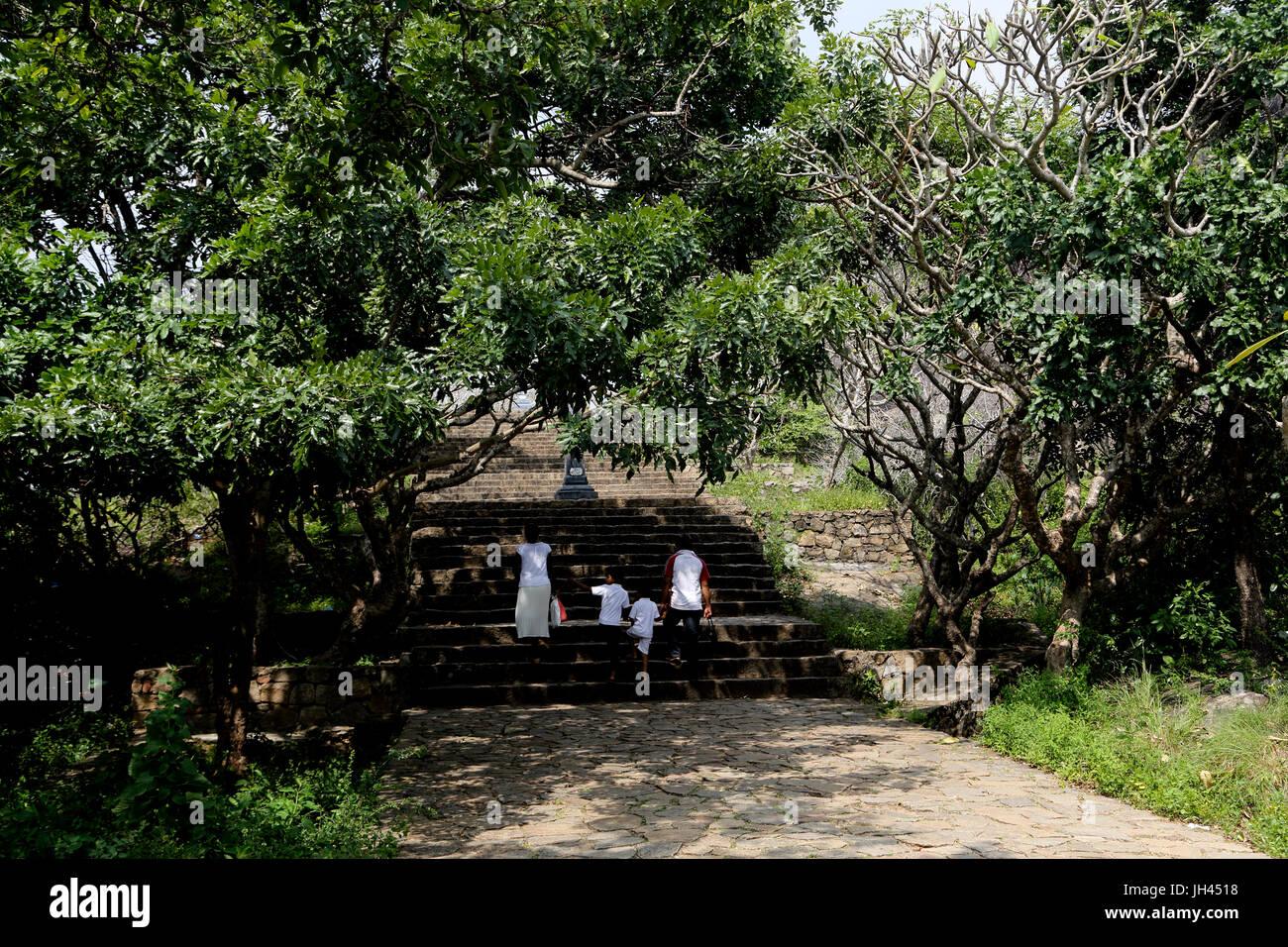 Dambulla Sri Lanka Sri Lankan Family Climbing Steps Towards Dambulla Cave Temples - Stock Image