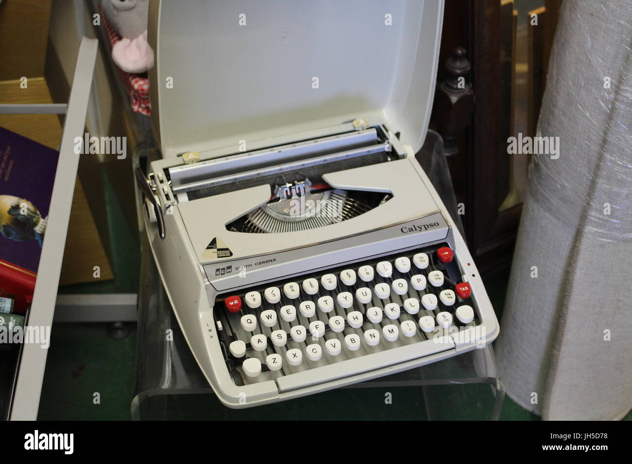 typewriter, old typewriter, author, novel, writing, antique typewriter, before laptops, authors, old authors, kitsch, - Stock Image