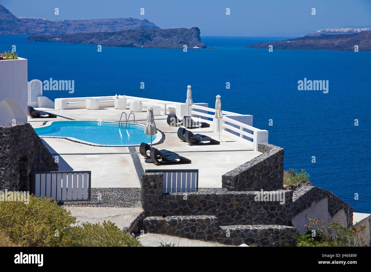 Hotelpool am Kraterrand in der Balos Bay, Santorin, Kykladen, Aegaeis, Griechenland, Mittelmeer, Europa | Hotel - Stock Image