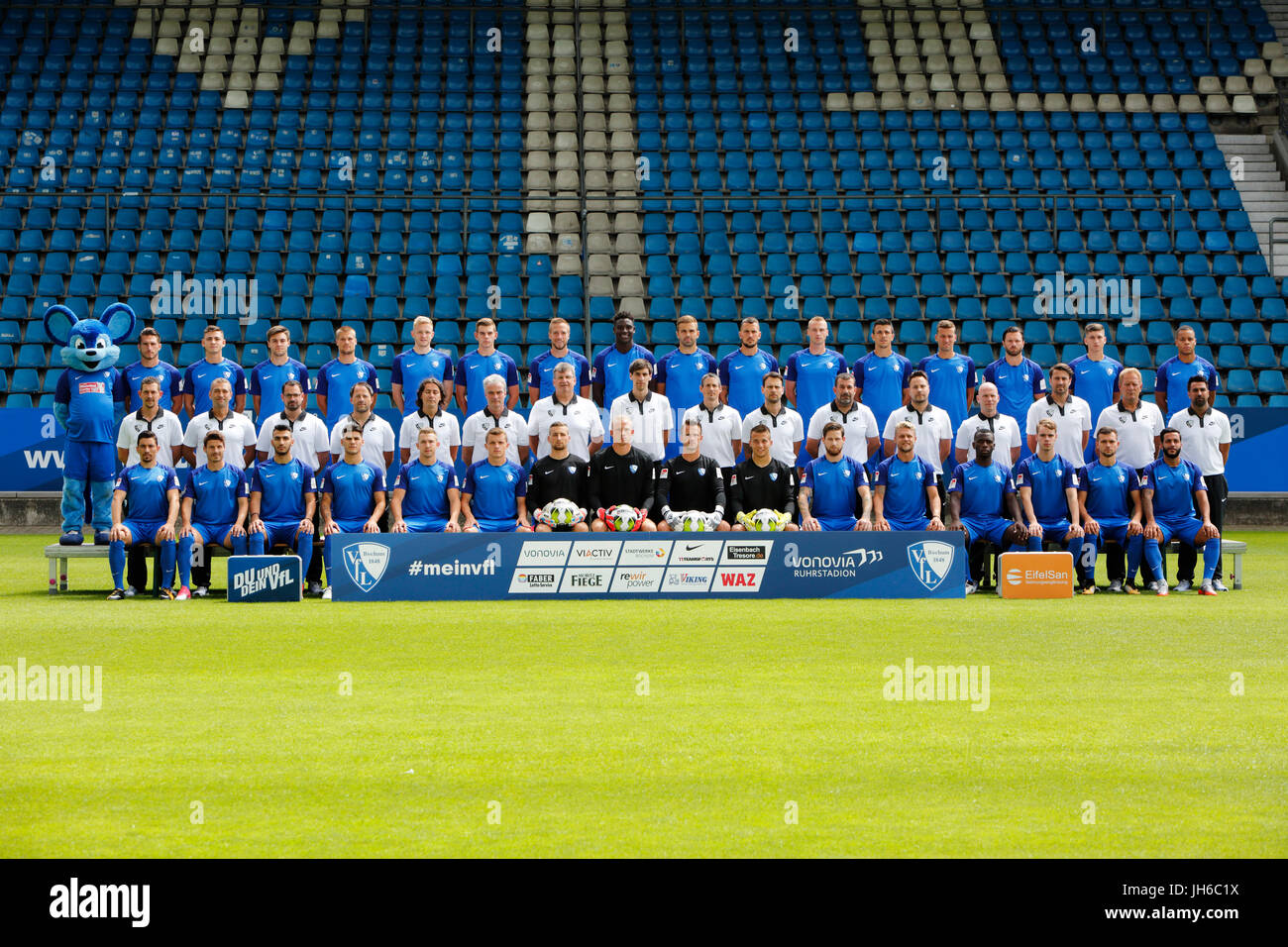 football, 2. Bundesliga, 2017/2018, VfL Bochum, team shot, row1 f.l. mascot, Diamantakos, Rieble, Baack, Wurtz, - Stock Image
