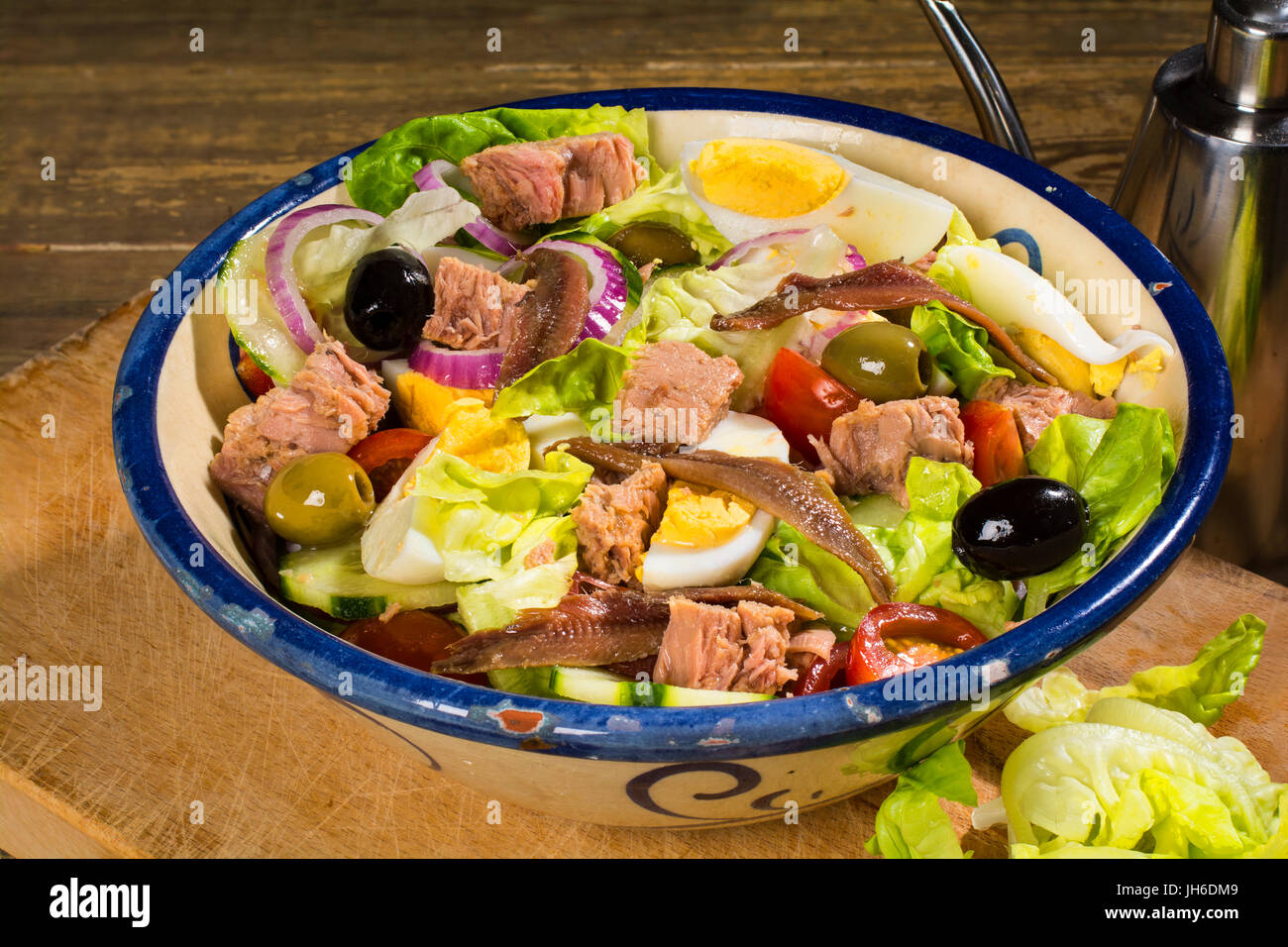 Nice Cote d'Azur France - Salade Nicoise:  Lettuce, tomato, onion, cucumber, egg, olives tinned tuna, tinned - Stock Image