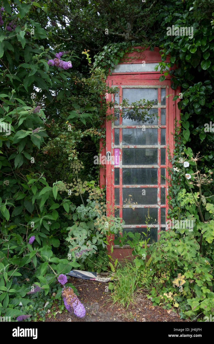 Distressed old style red British phone booth - Stock Image