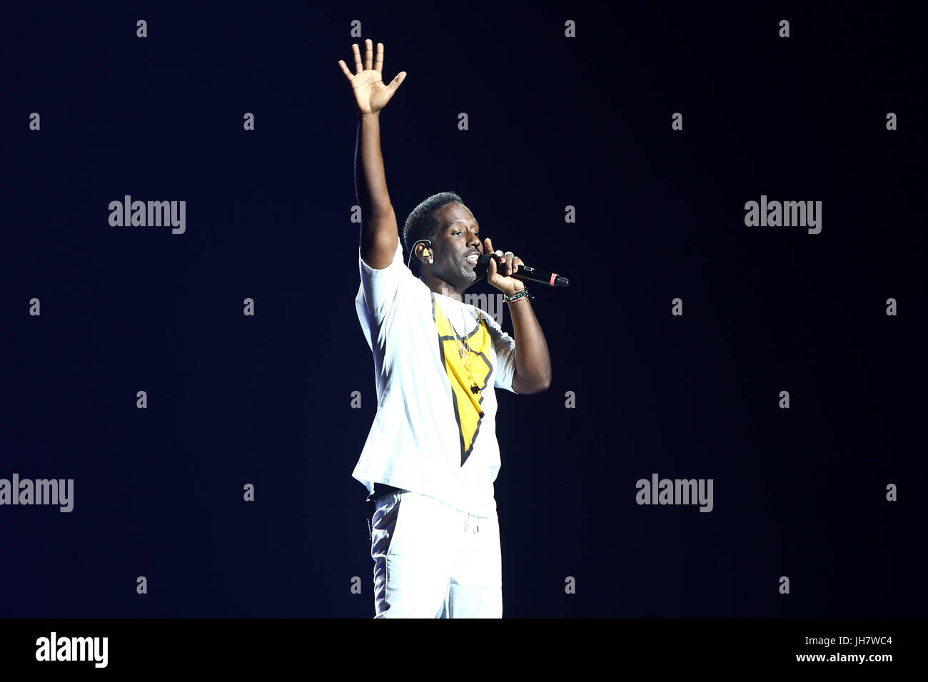 NEW YORK-JUL 7: Shawn Stockman of Boyz II Men performs during The Total Package Tour at NYCB Live at the Nassau - Stock Image