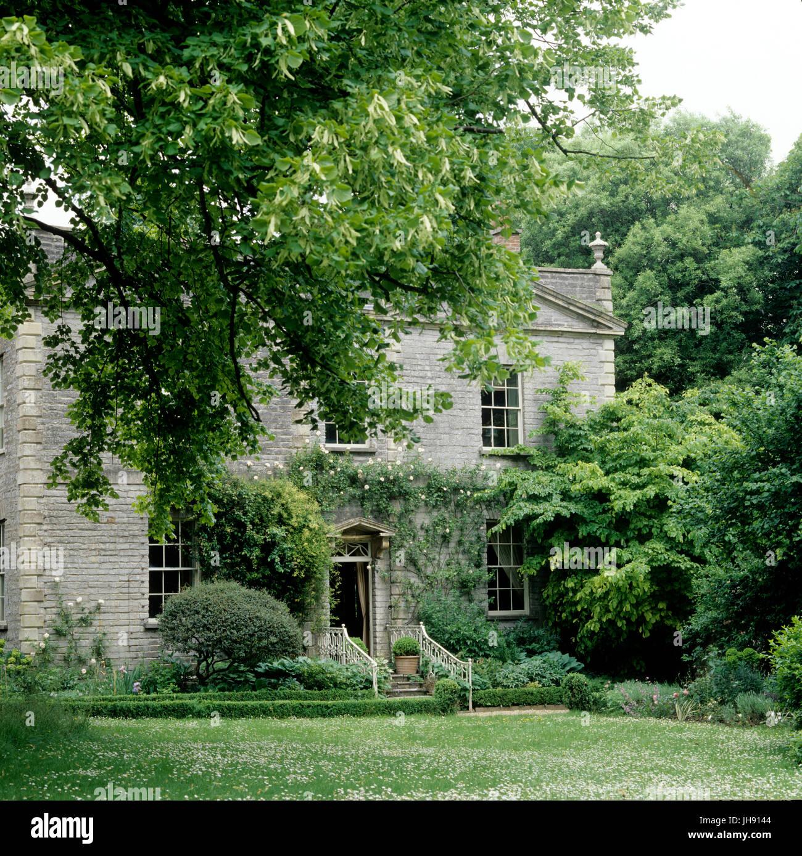 Garden of Georgian house - Stock Image