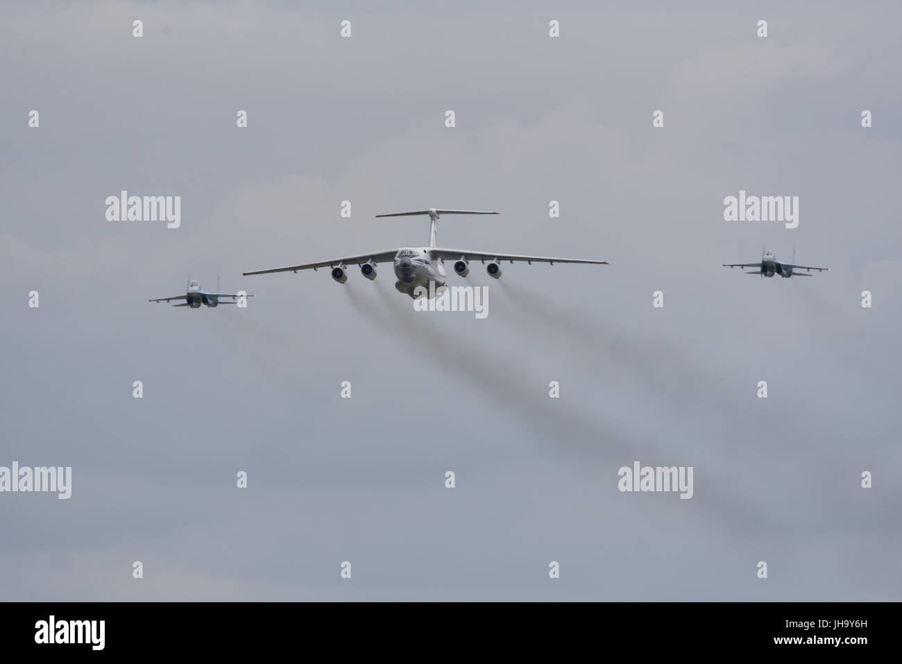 RAF Fairford hosts the Royal International Air Tattoo. Sukhoi Su-27 fighters and a Ilyushin Il-76 transport aircraft - Stock Image