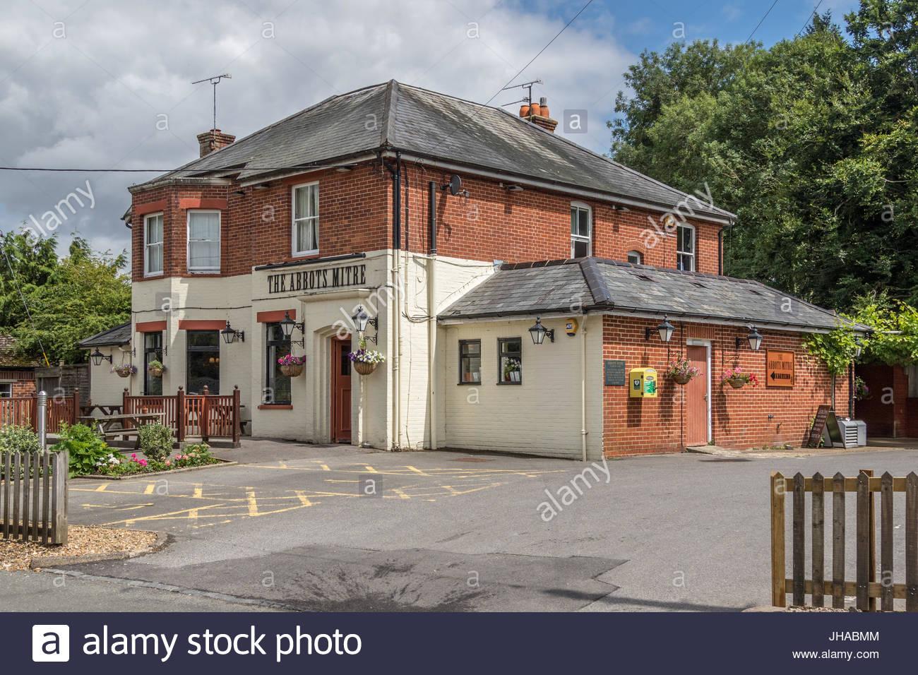 The Abbots Mitre, the village pub in Chilbolton, Hampshire - Stock Image