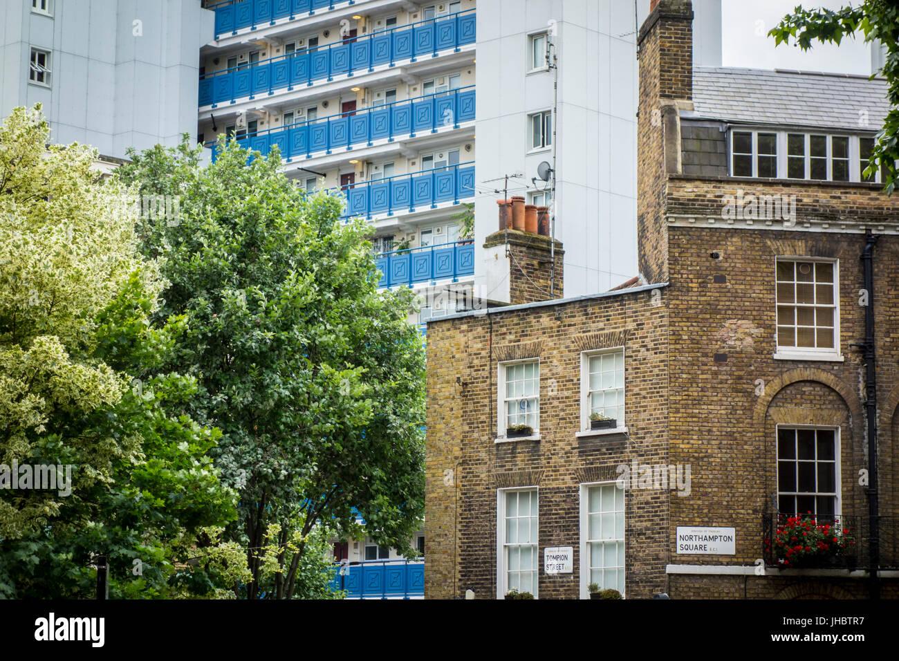 Contrast of Gerorgian housing with social housing tower block behind. Northampton Square, Clerkenwell, London, UK - Stock Image