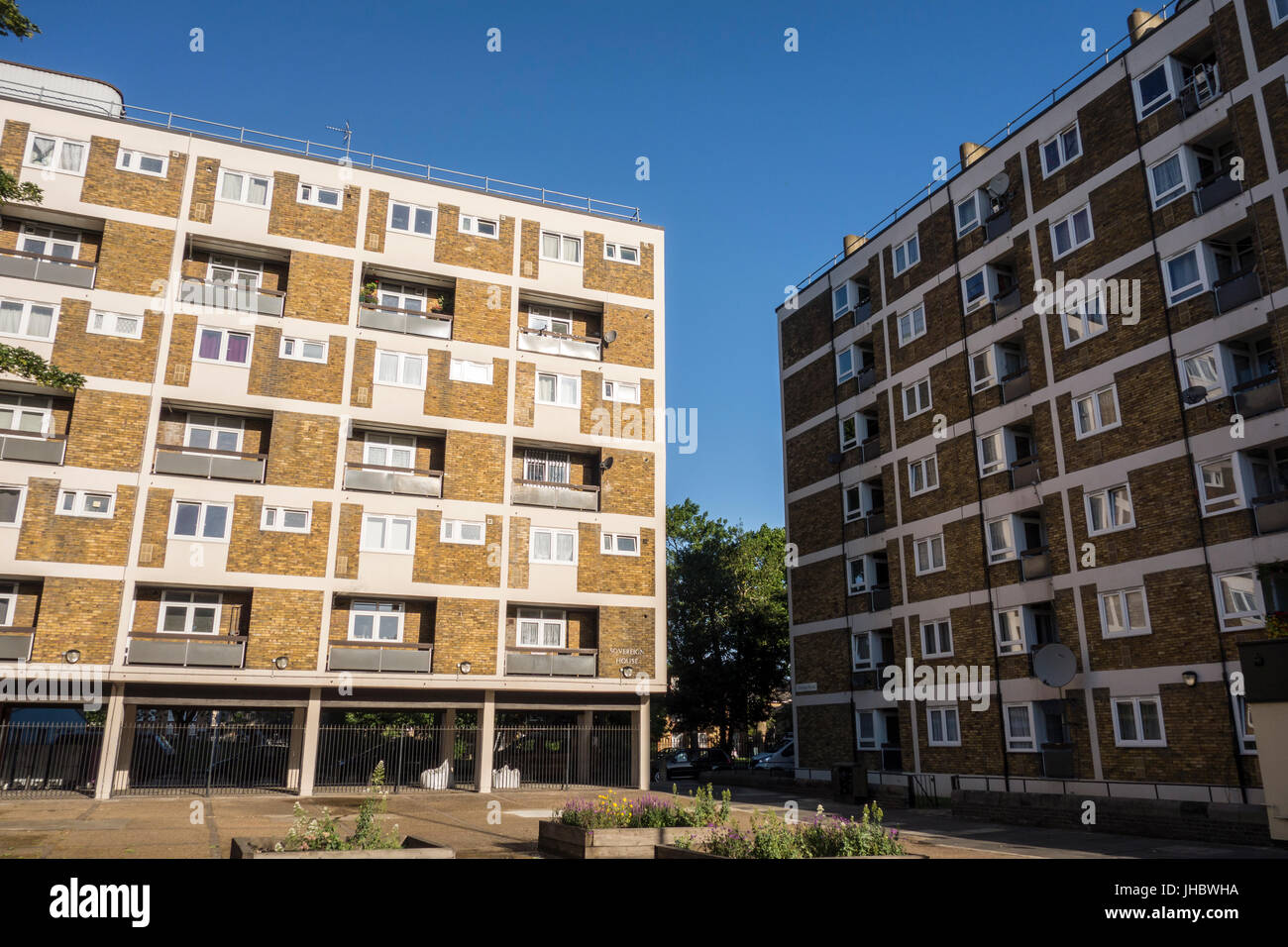 Social housing in Globe Town, Cambridge Heath Road, Bethnal Green, Tower Hamlets, East London, UK - Stock Image