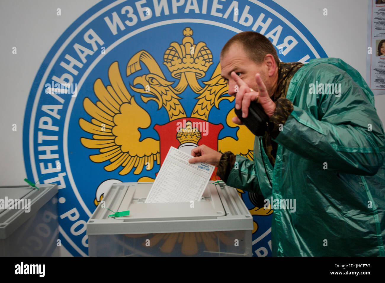 A man throws a completed ballot in the ballot box during the election of the president of the 'Nashestvie-2017' - Stock Image