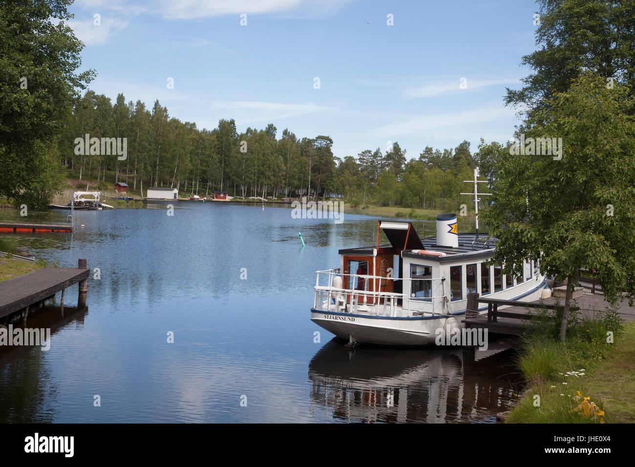 STJÄRNSUND industrial community in Dalarna 2017 Old boat at the Village pier - Stock Image