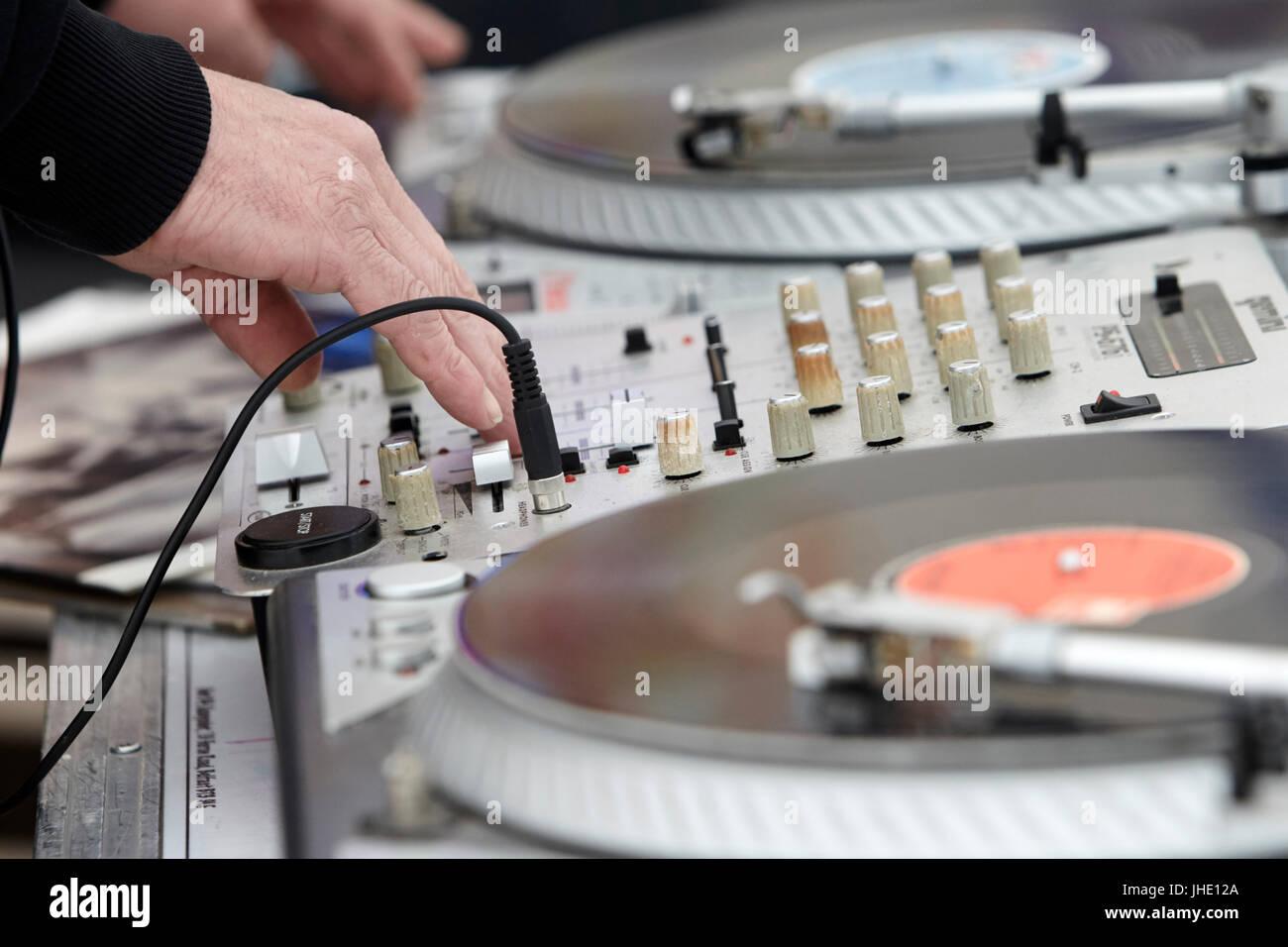 dj mixing lp vinyl records - Stock Image