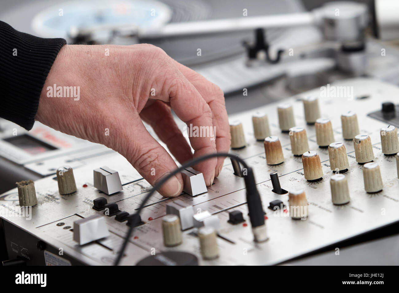 dj mixing lp vinyl records - Stock Image