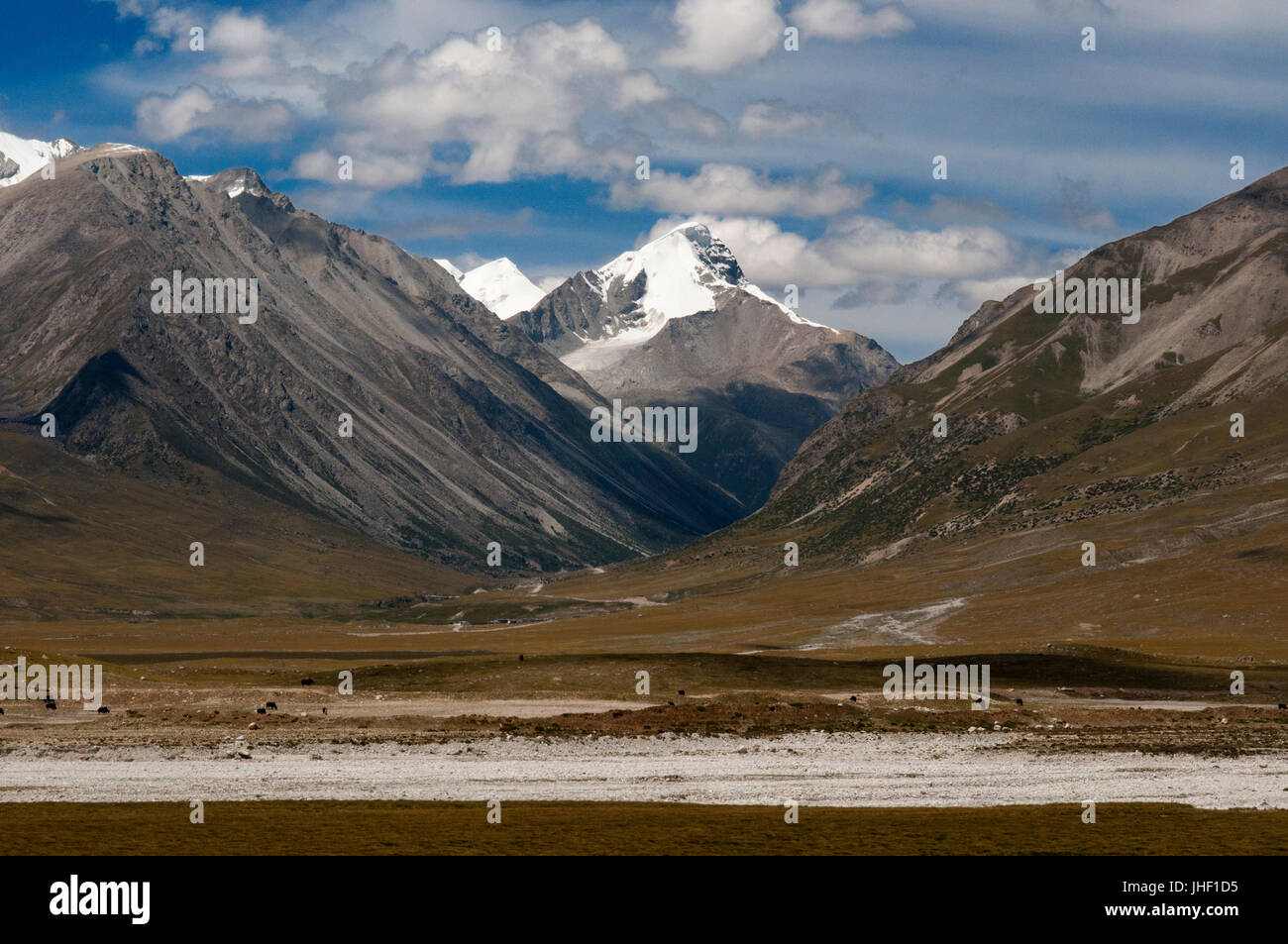 Travel landscape attractions in train Lhasa-Shanghai. Yuzhu Peak: at 6,178 meters, it is the highest point of the Stock Photo