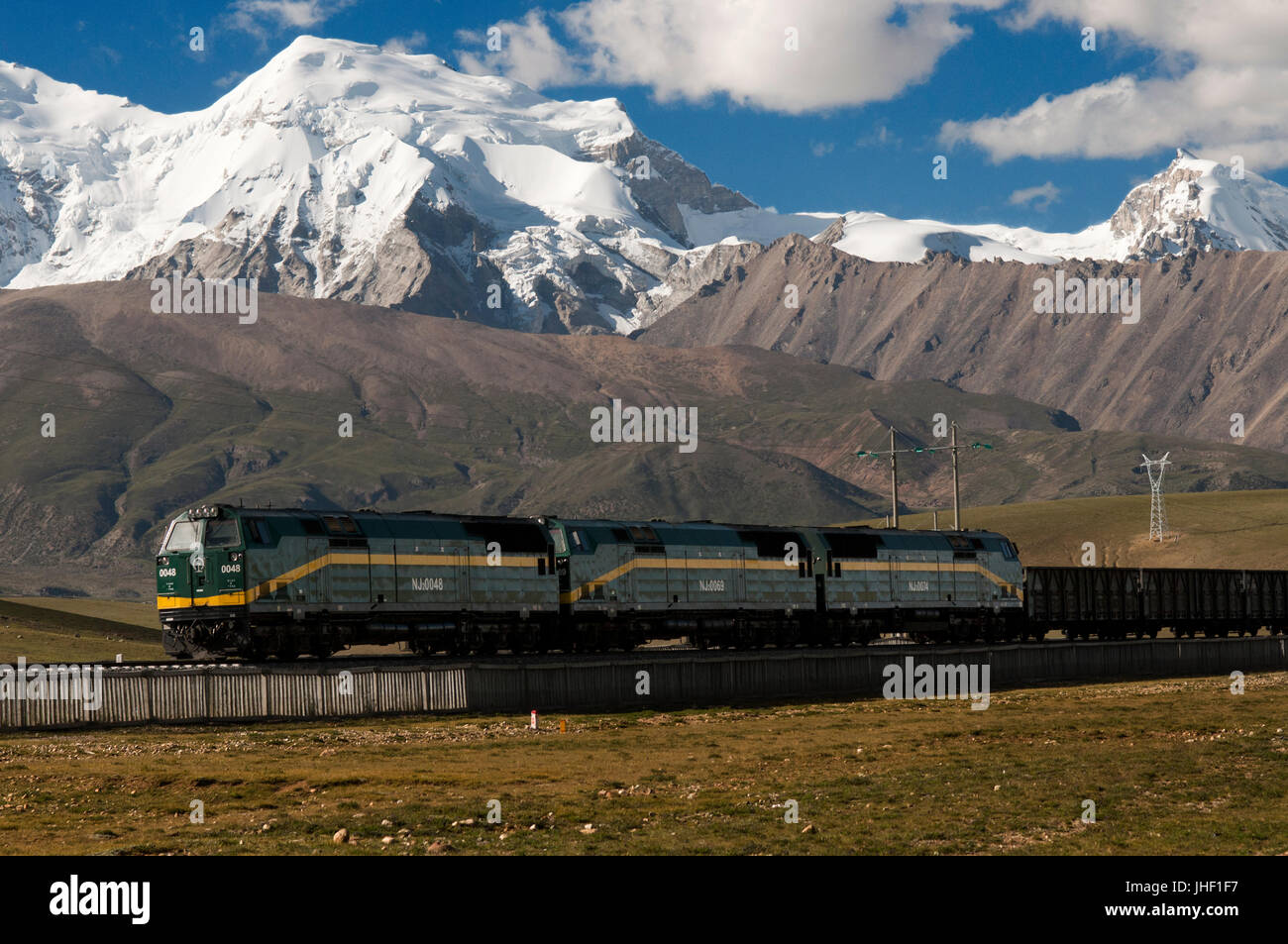 The Lhasa train and the Nyenchen Tanglha mountain, near Lhasa, Tibet, China. Stock Photo