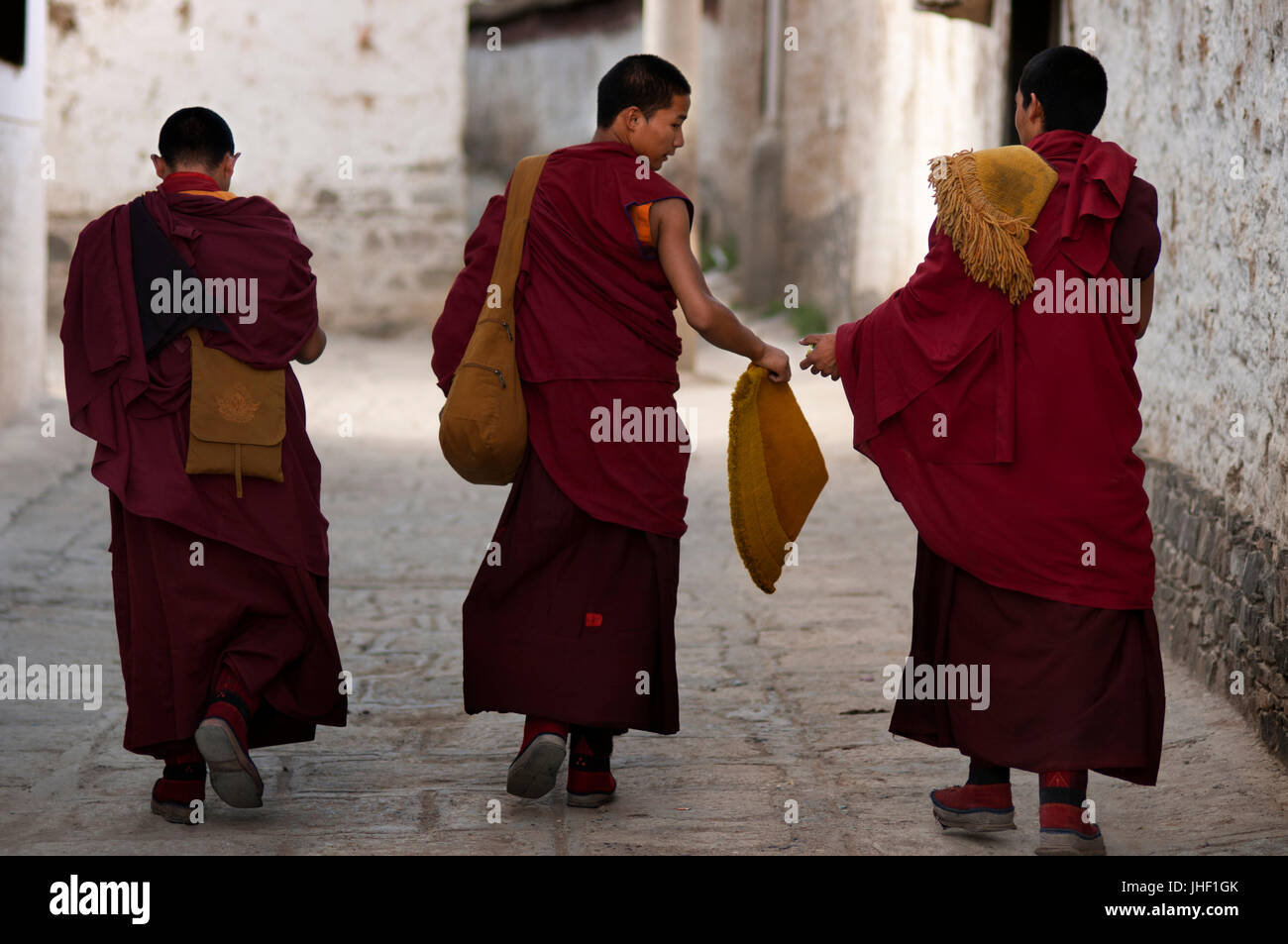 Monks inside Tashilumpo Monastery at Shigatse, Tibet, China. - Stock Image
