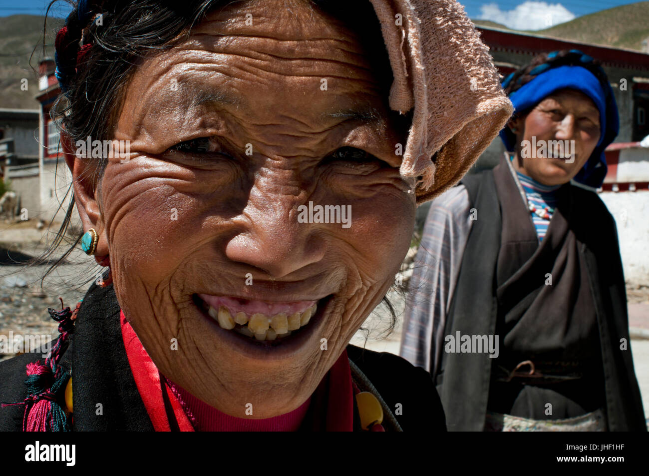 Women in the village of Bainans, located along the road separating Shigatse from Gyantse, Tibet, China. - Stock Image