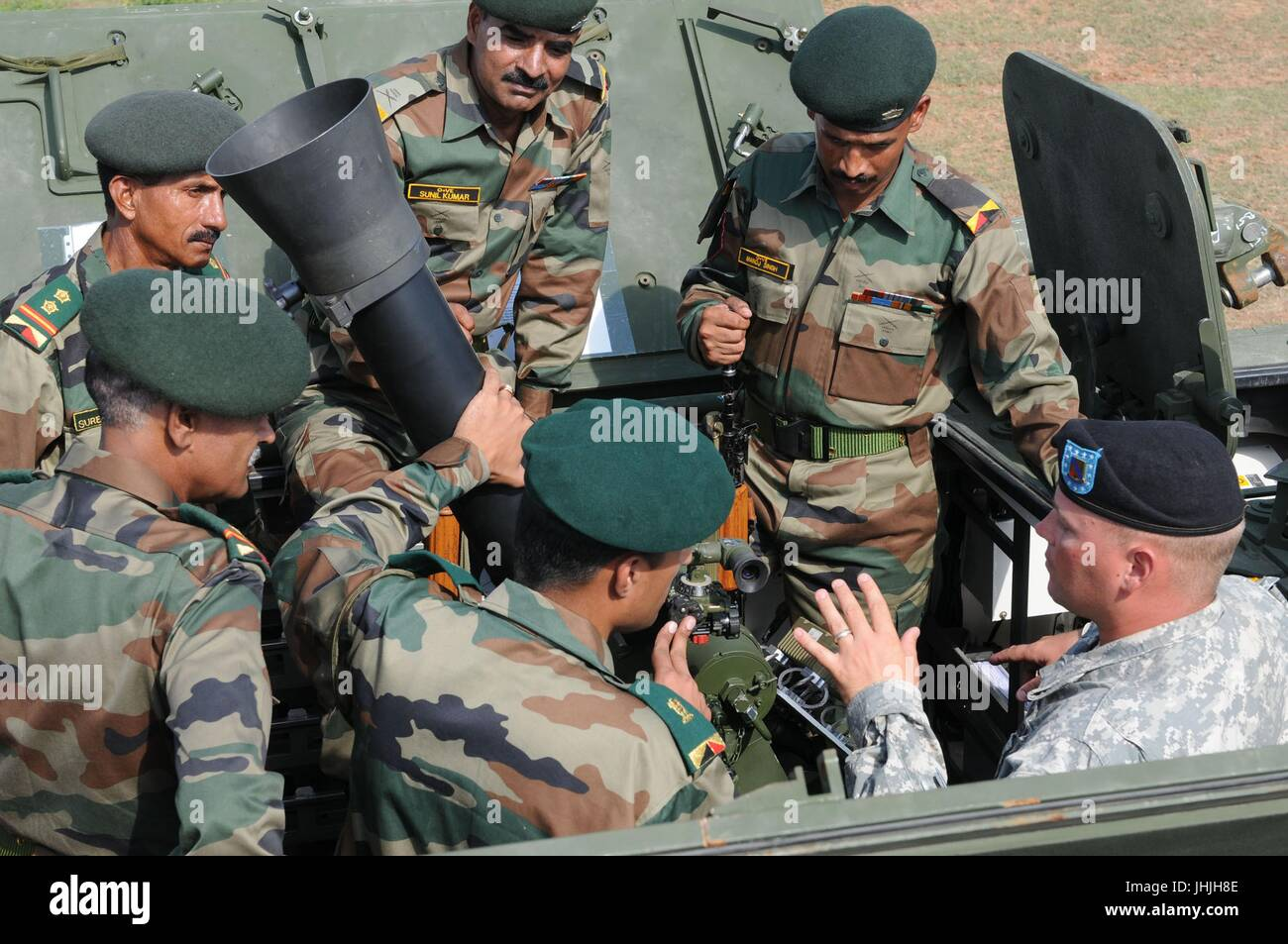 U.S. and Indian soldiers learn about the stryker vehicles mortar system during Exercise Yudh Abhyas at Camp Bundela - Stock Image