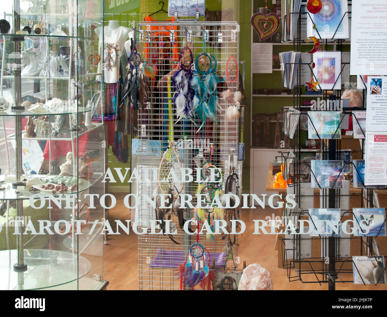 Available one to one readings, Tarot and Angel card readings sign in shop window, used to predict the future - Stock Image