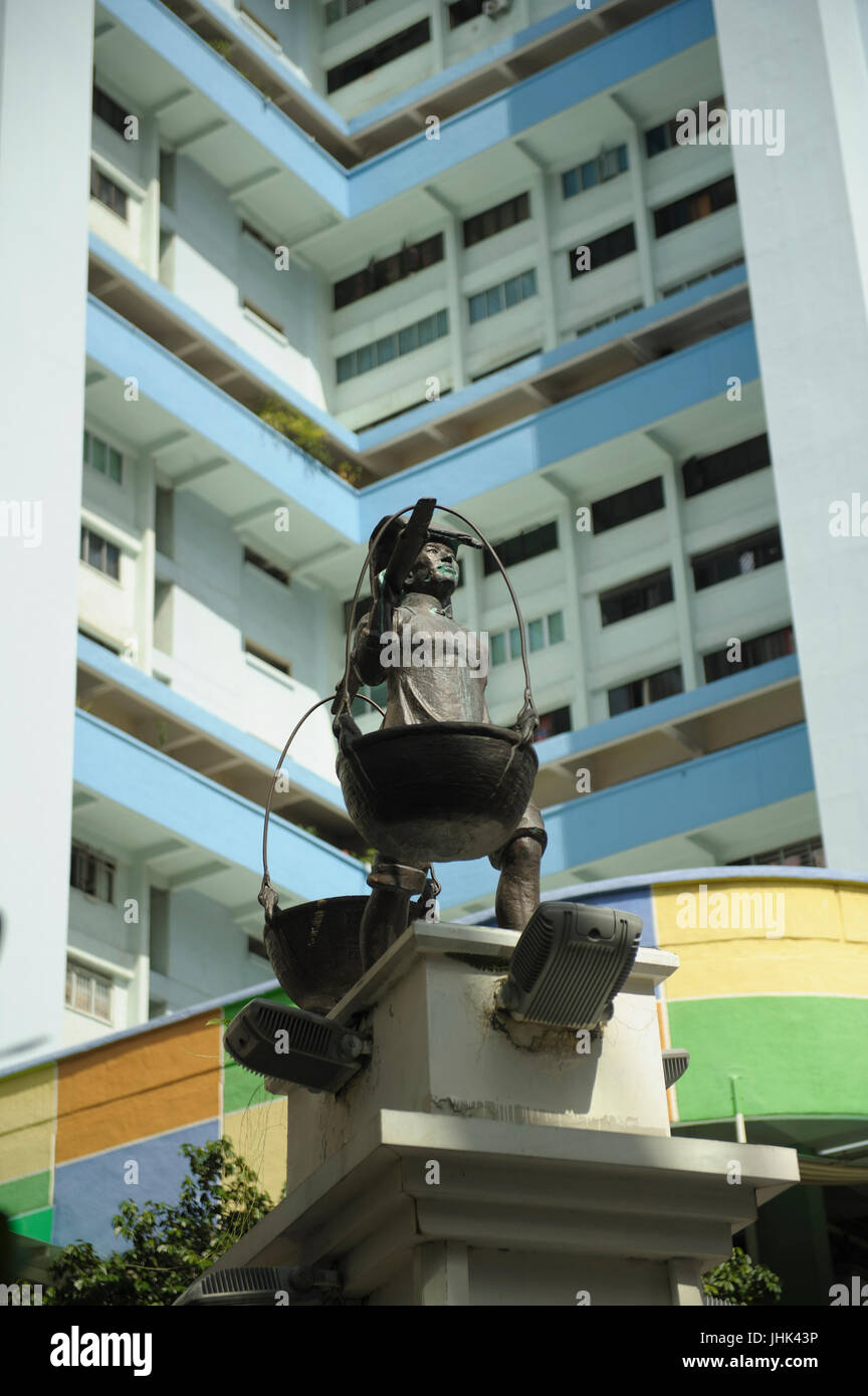 Statue honouring early Chinese traders and merchants in Smith Street, Chinatown, Singapore Stock Photo