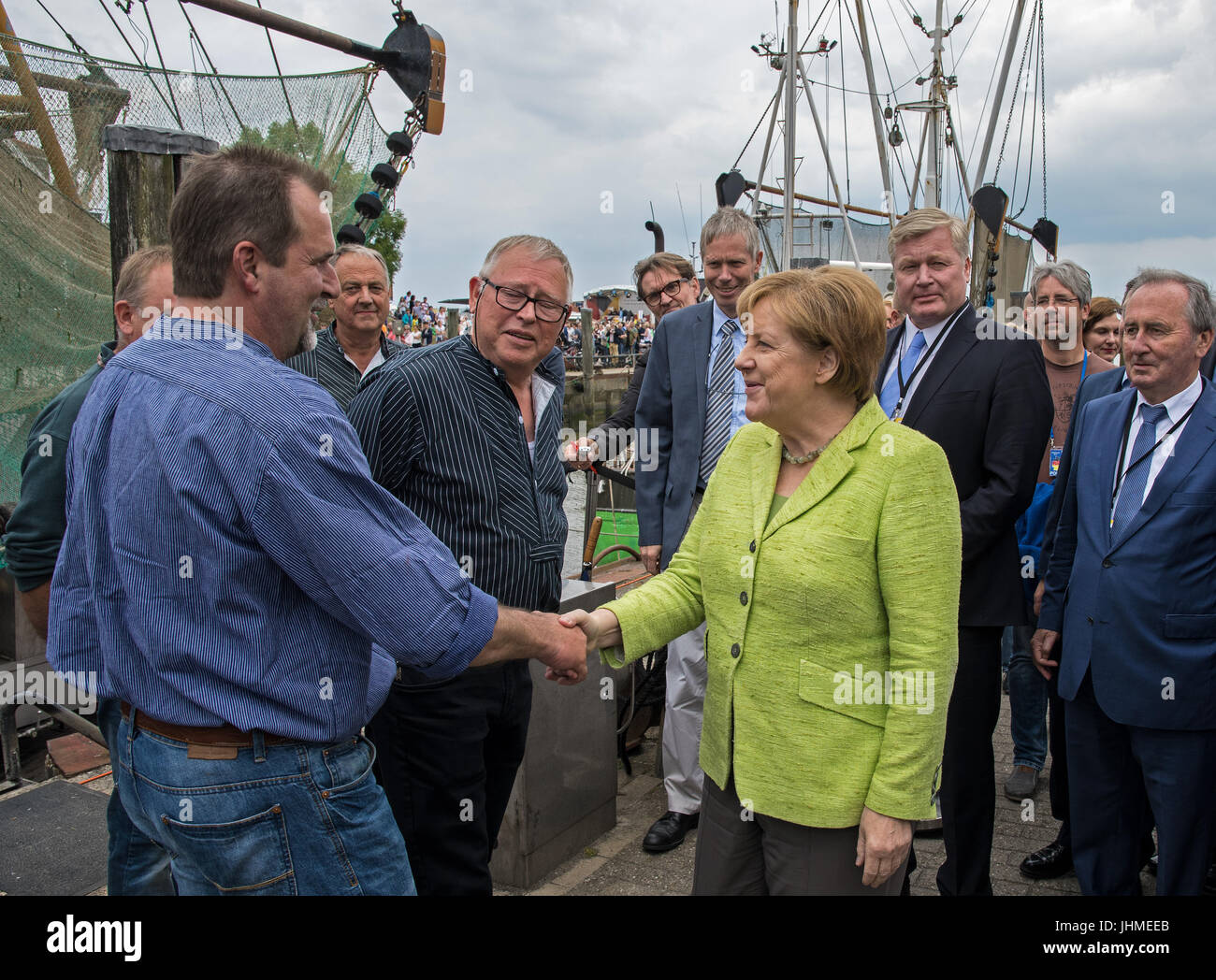 German Chancellor Angela Merkel greets the crab cutter captain Fritz Dirks (L) in Neuharlingersiel, Germany, 14 - Stock Image