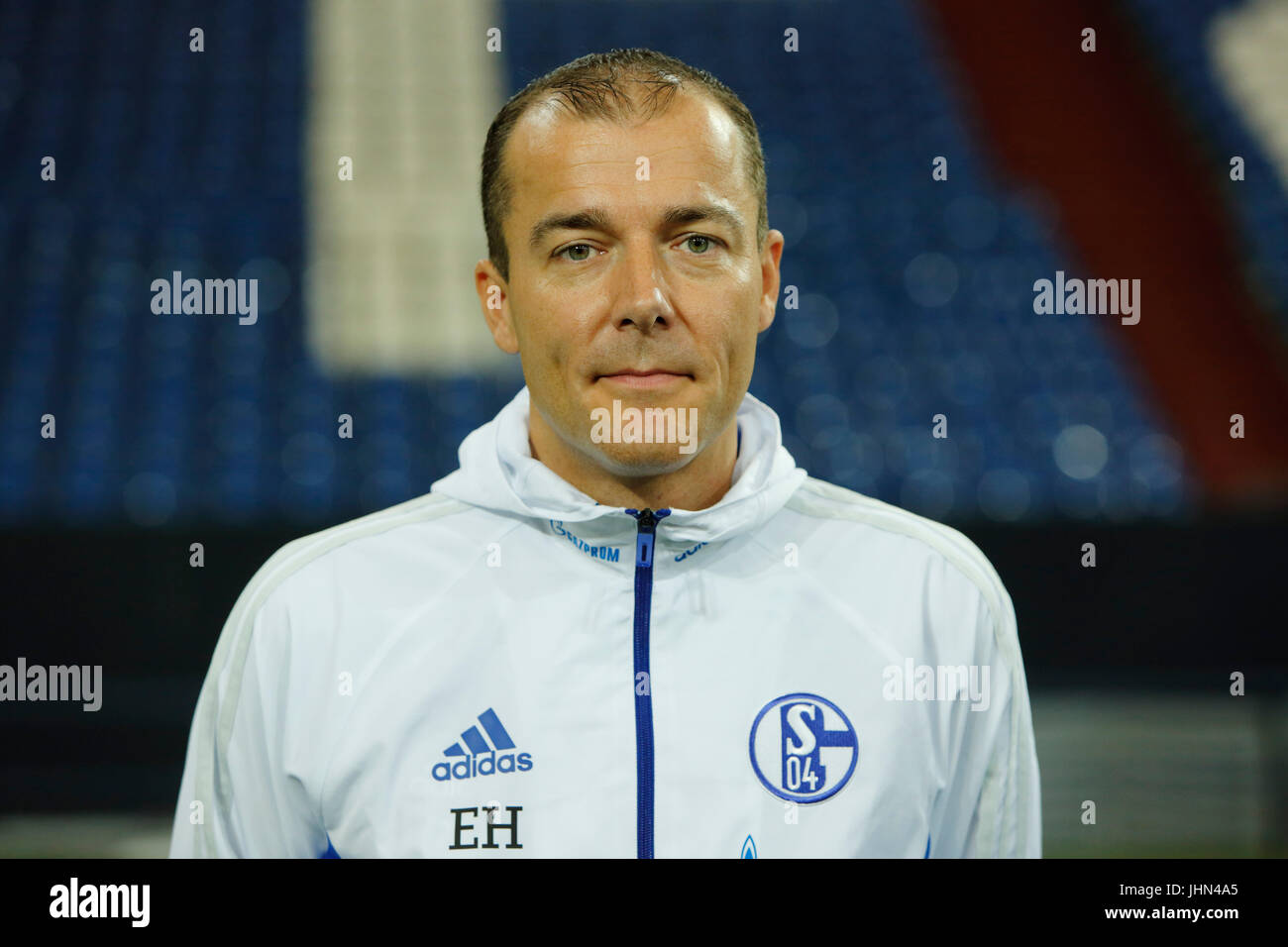 football, Bundesliga, 2017/2018, FC Schalke 04, Veltins Arena, photo shooting, players pool, kitman Enrico Heil - Stock Image