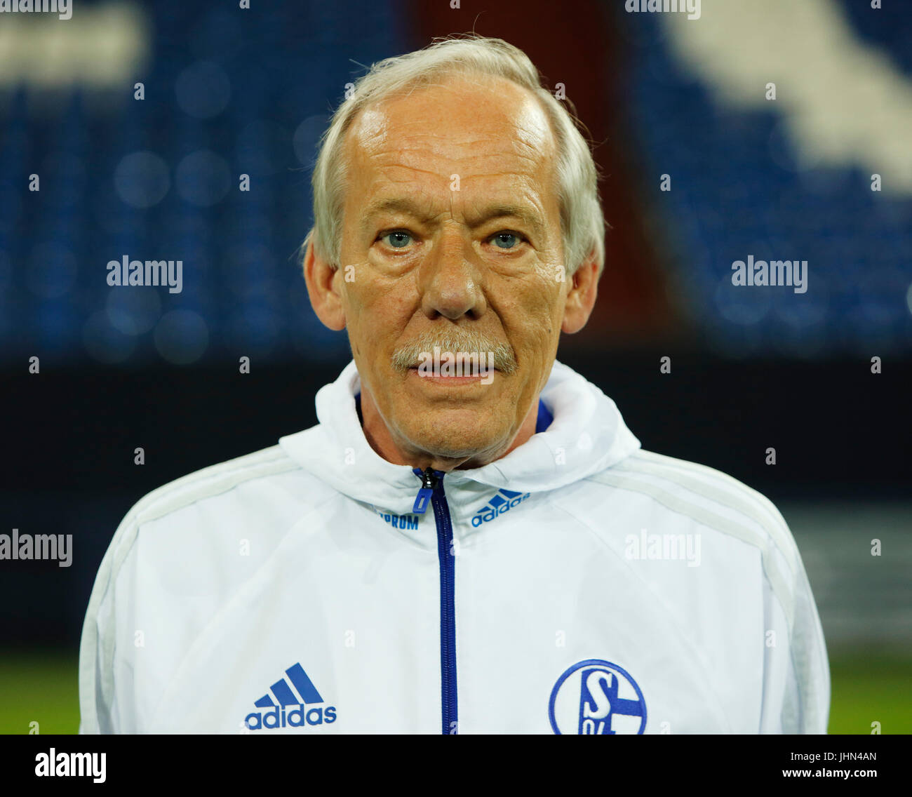 football, Bundesliga, 2017/2018, FC Schalke 04, Veltins Arena, photo shooting, players pool, kitman Wolfgang Thielmann - Stock Image