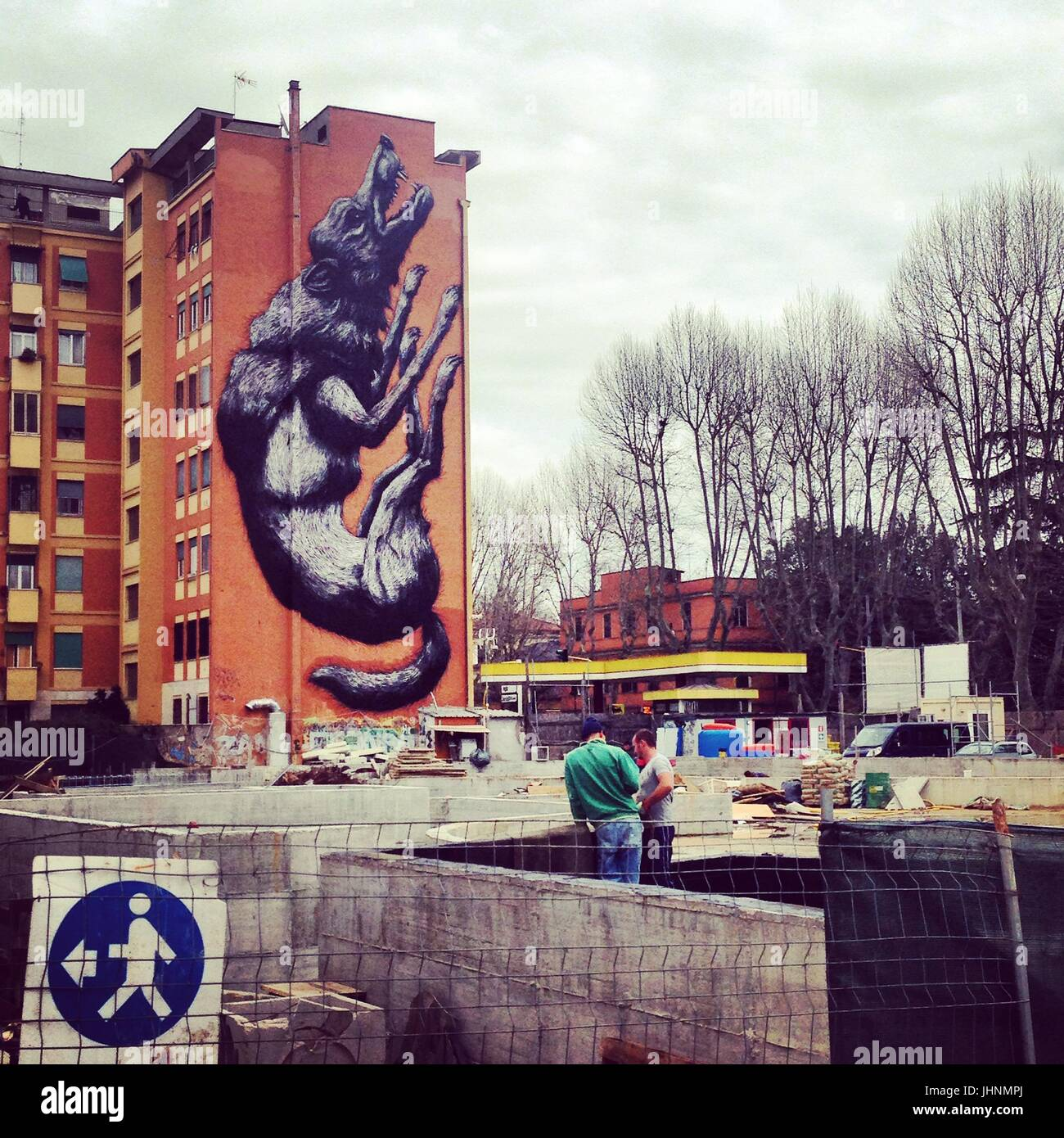 Street art ' Jumping wolf ' by Roa , Testaccio, Rome, Italy    Credit © Anna Retico/Sintesi/Alamy Stock - Stock Image