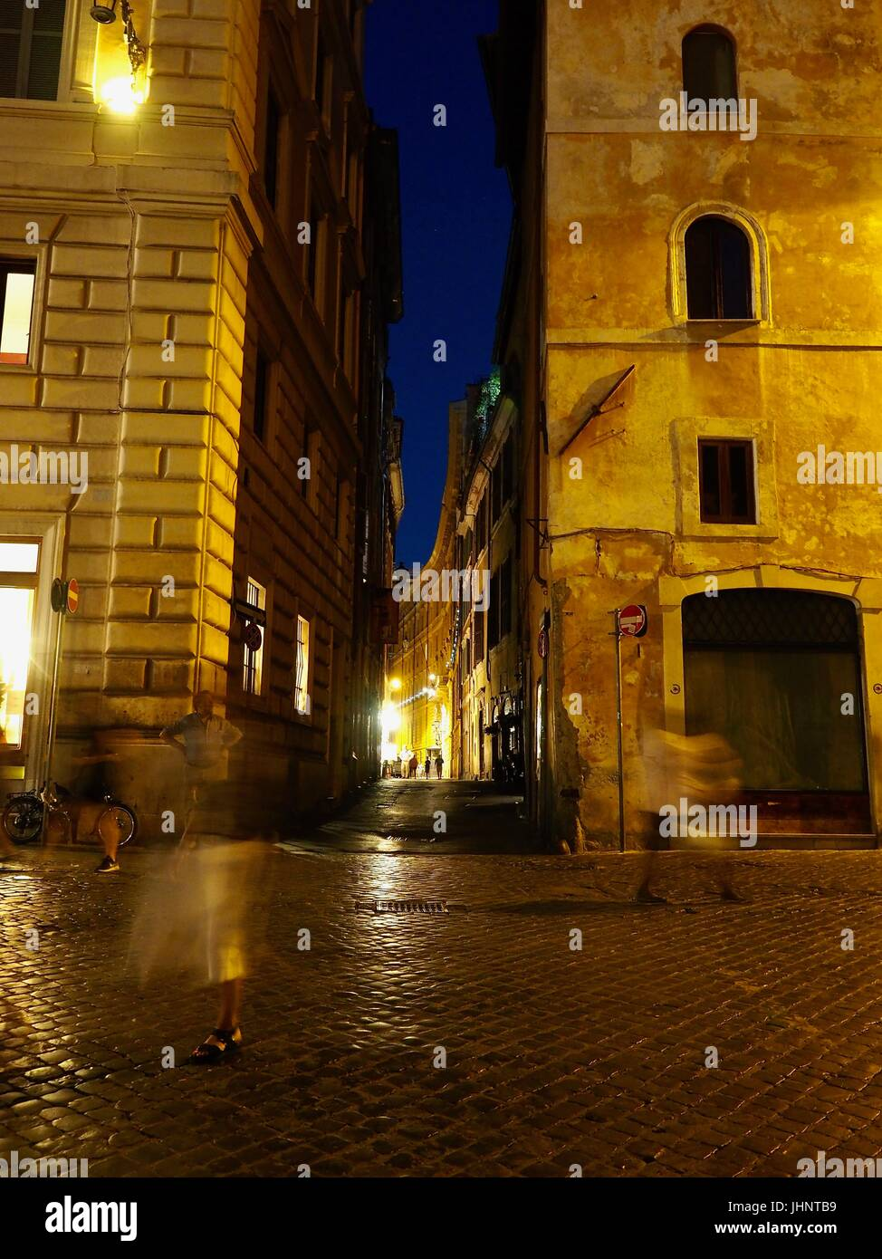Still and movement in Rome nightlife - Stock Image