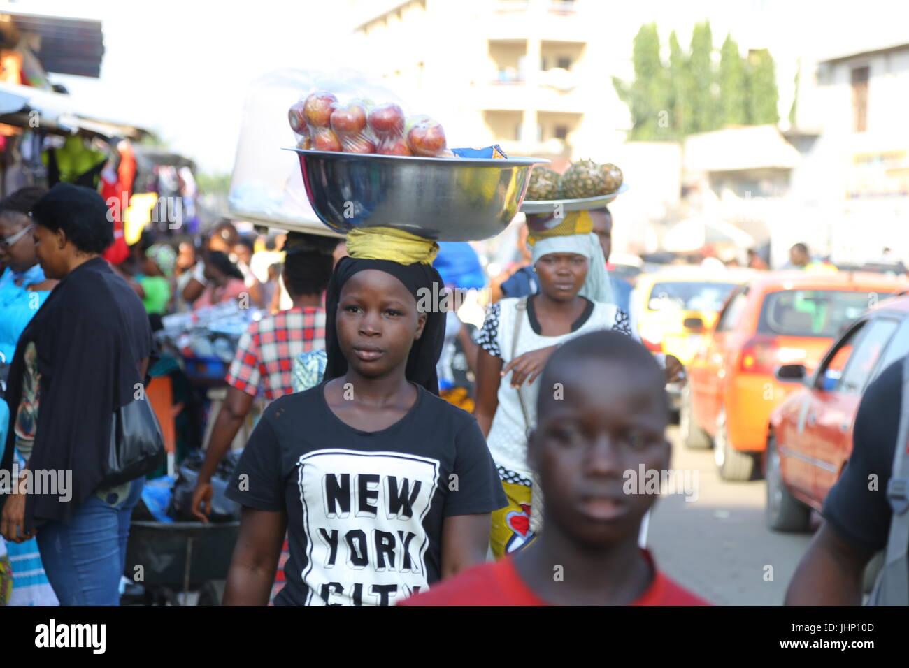 Ivory-Coast women skin whitening business - Stock Image