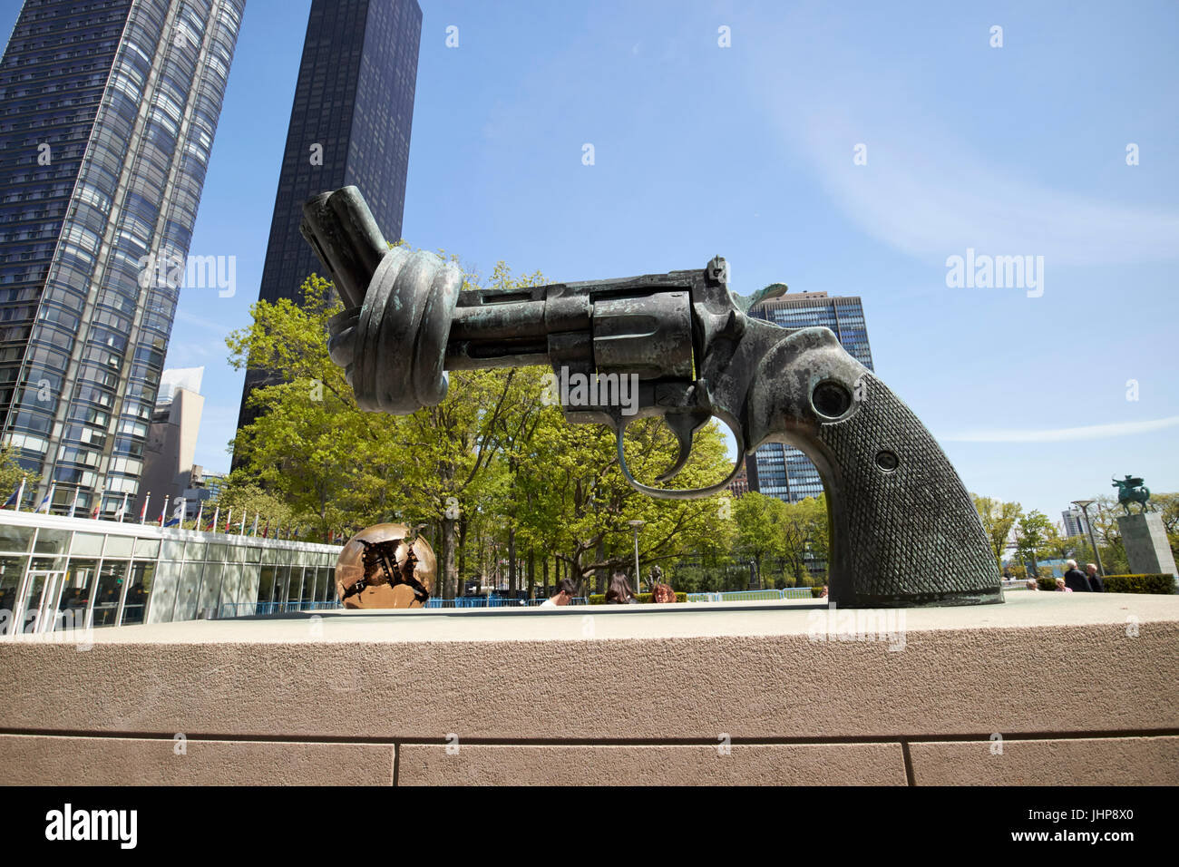 tied gun barrel non-violence sculpture in the grounds of the united nations New York City USA - Stock Image