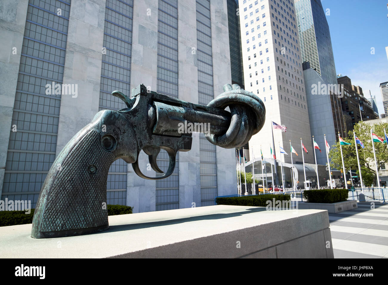 tied gun barrel non-violence sculpture in the grounds of the united nations New York City USA Stock Photo