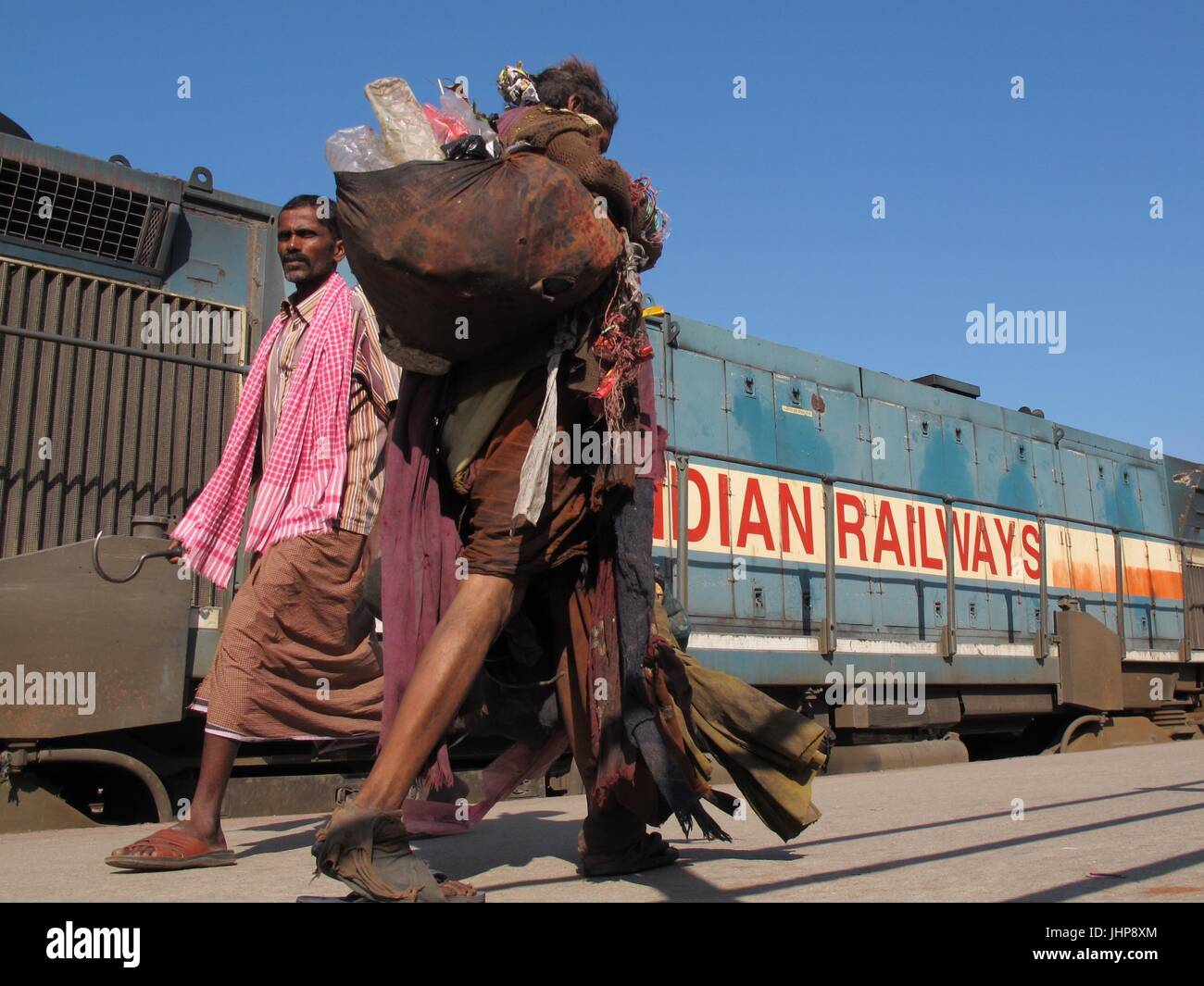 Life at an Indian train station - Stock Image