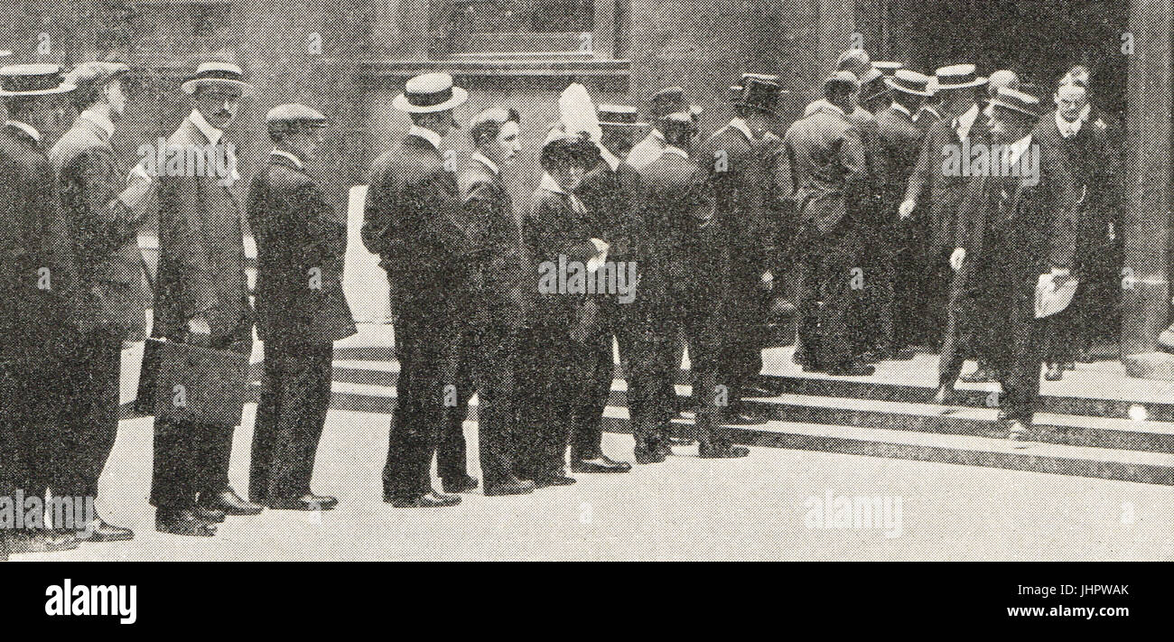 Queues at bank of England, Financial crisis, July 1914 - Stock Image