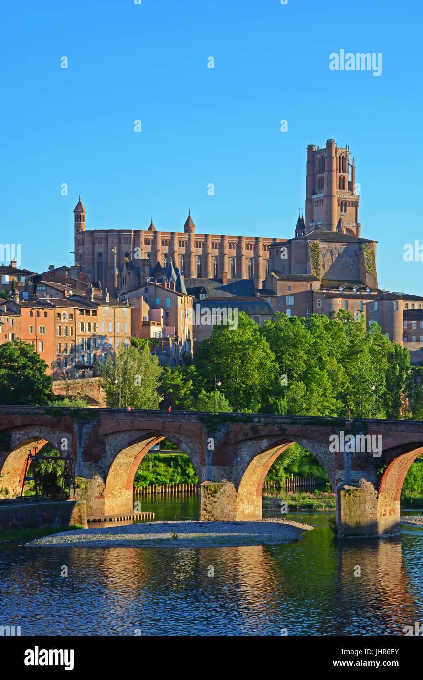 The Sainte Cecile Cathedrand the old bridge on Tarn river, Albi, Occitanie, France - Stock Image