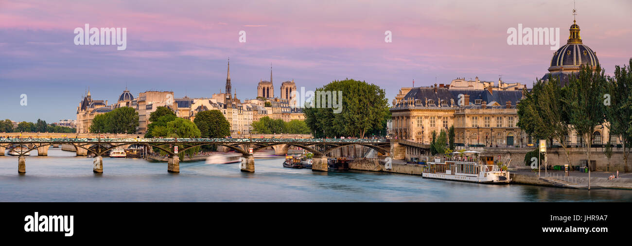 Summer view on Ile de la Cité with the Pont des Art and the Institut de France (French Academy) at dusk. Paris, - Stock Image