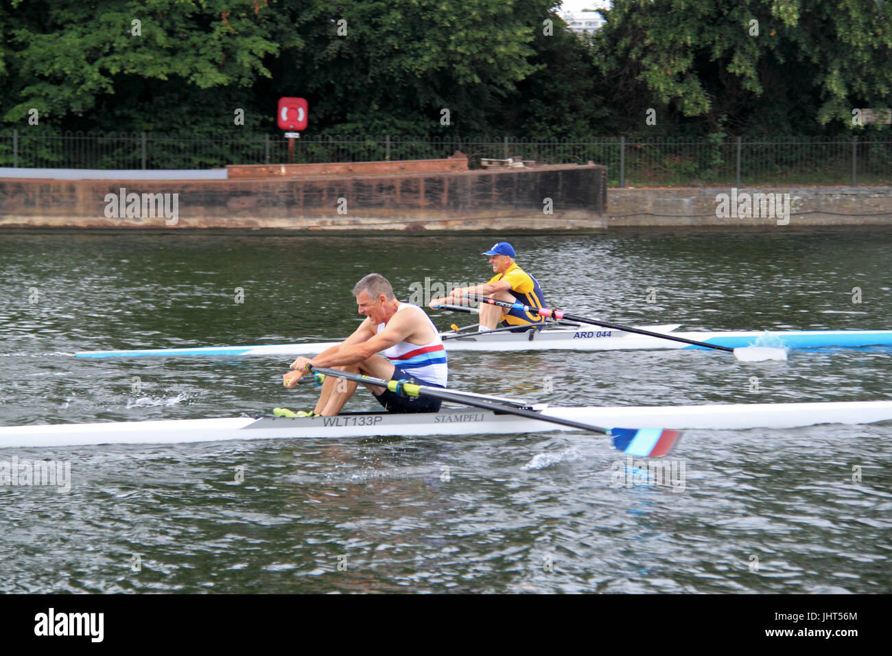 Ardingly Rowing Club (Winner) leads Walton Rowing Club. Men's Masters E Single FINAL. 150th Molesey Amateur - Stock Image
