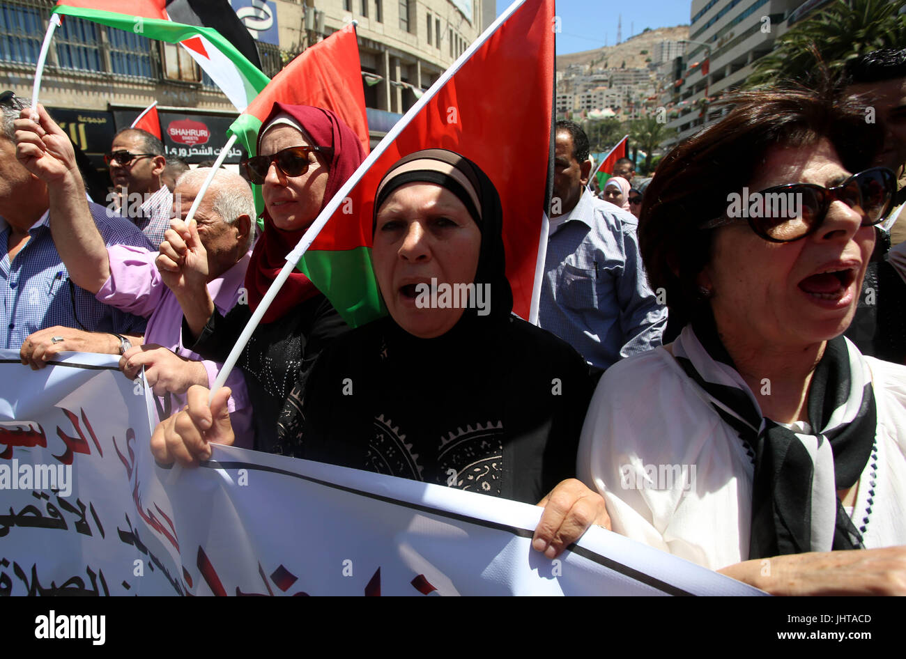 Nablus. 16th July, 2017. Palestinian protesters shout slogans during a protest against the closure of the Al-Aqsa Stock Photo