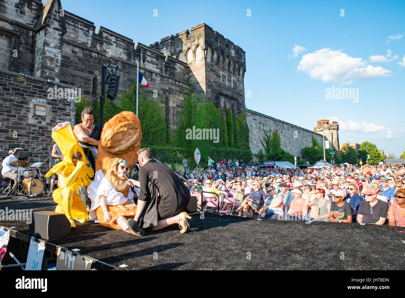 Philadelphia, USA. 15th July, 2017. Bread is dead during the Bastille Day Cabaret. Credit: Christopher Evens/Alamy - Stock Image