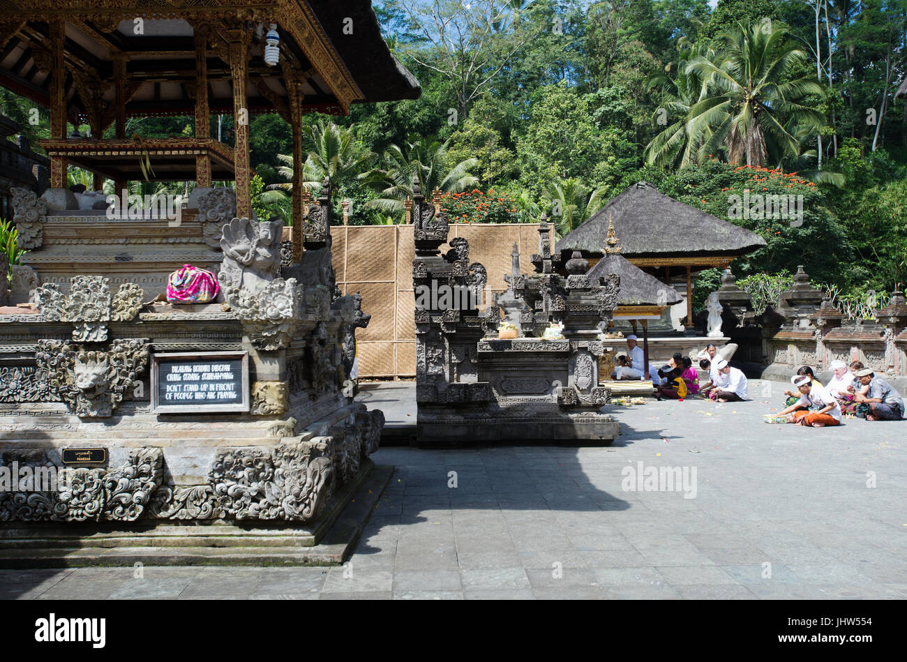 Balinese praying at Pura Tirta Empul Temple, Tampaksiring, Bali, Indonesia - Stock Image
