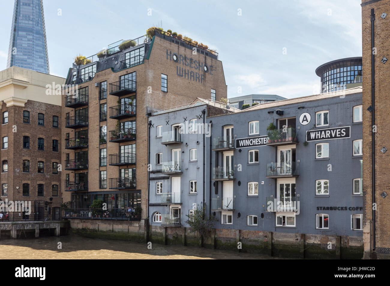 River Thames bankside of Horseshoe Wharf and Winchester Wharves, formerly warehouses and now riverside apartment - Stock Image